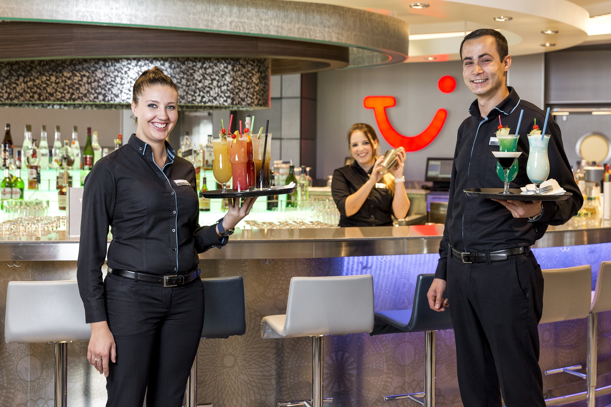 TUIC Bar Steward Barkeeper